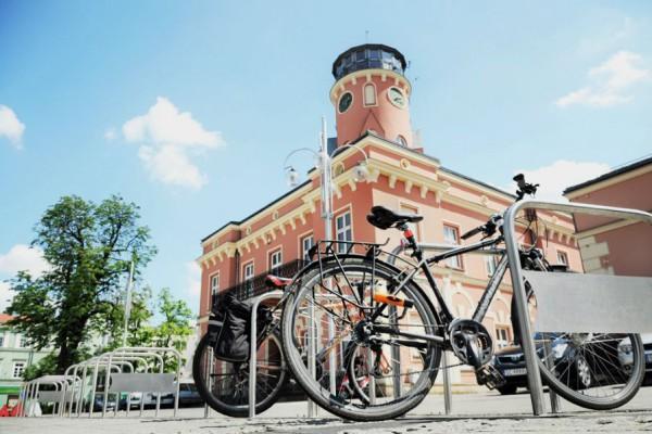 Dodatkowe stojaki rowerowe stanęły w pobliżu strefy kibica