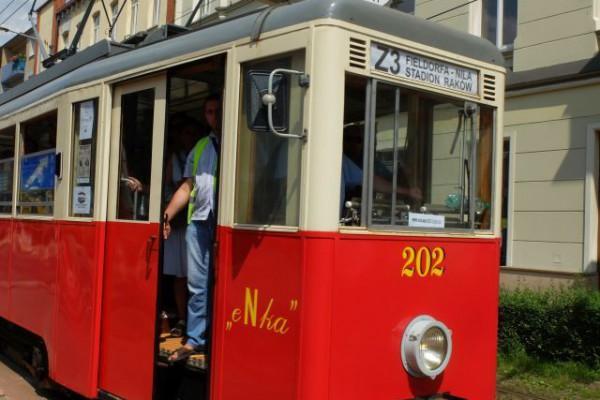 """""""eNką"""" w historyczną podróż po Częstochowie!  MPK uruchamia tramwajową linię turystyczną!"""