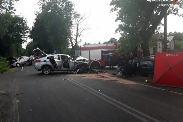 Śmiertelny wypadek w Wierzchowisku. Kierowca opla zginął na miejscu, pasażer w ciężkim stanie