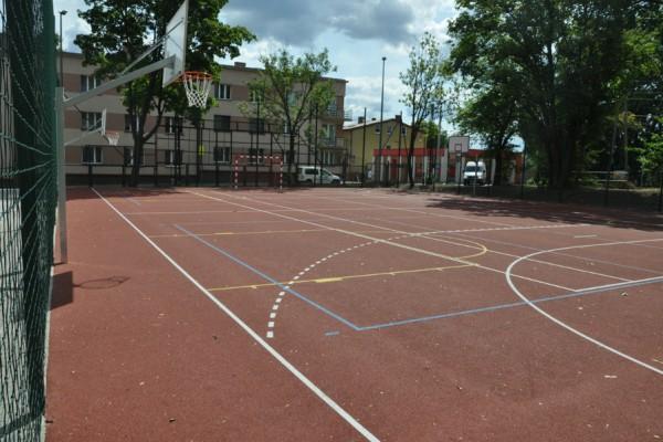 W Częstochowie cały czas budują nowe boiskach przy szkołach