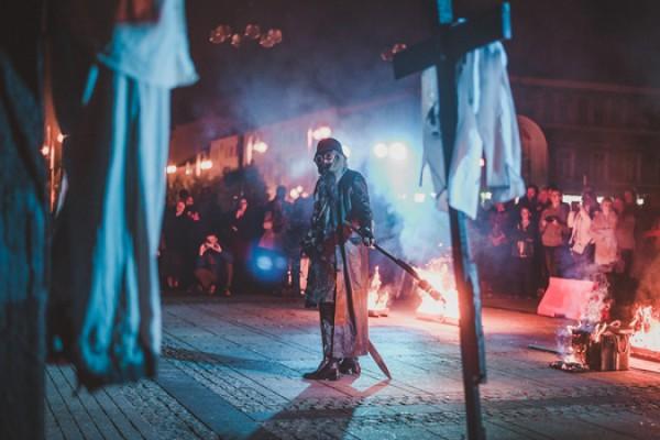 """""""Czas mroku"""" - spektakl o """"krwawym poniedziałku"""" na placu Biegańskiego"""