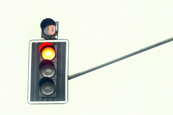 Niebezpieczne skrzyżowanie Jagiellońskiej i Równoległej z sygnalizacją świetlną