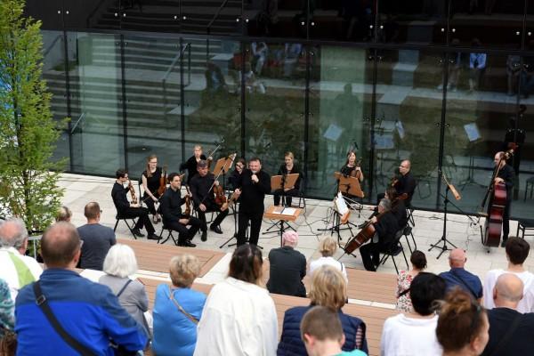 Częstochowscy filharmonicy dali koncert na Starym Rynku (zdjęcia)