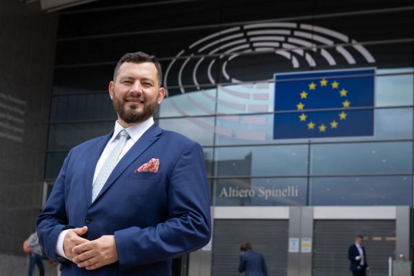 Miażdżąca rezolucja w sprawie Polski. Marek Balt: Polski rząd traci cenny czas, przeciągając linę z unijną lokomotywą