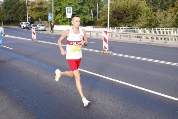 Rafał Nowak z Budowlanych w czołówce Maratonu Warszawskiego