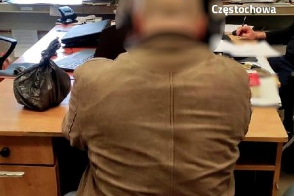 Ukradł w lokalu damską torebkę. Złodzieja ujęli świadkowie kradzieży
